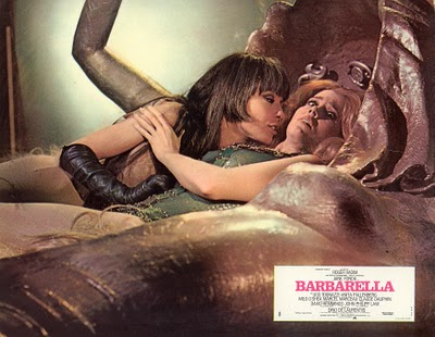 Jane Fonda kissed by lesbian Barbarella 1968