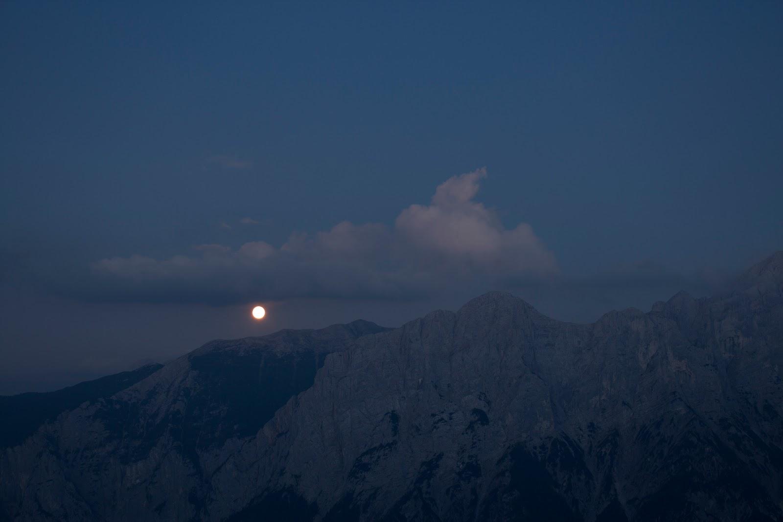 Zweitätige Wanderung im Gesäuse von Gsatterboden zum Buchsteinhaus und weiter über den Südwandband Klettersteig auf den Großen Buchstein - Mondaufgang