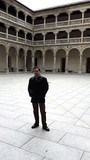 En los patios de la Facultad de Derecho y Ciencias Sociales de Toledo (UCLM)