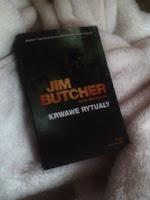 """Krwawe rytualy"" Jim Butcher, fot. paratexterka ©"