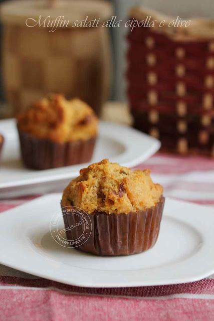muffin_salati_alla_cipolla_e_olive