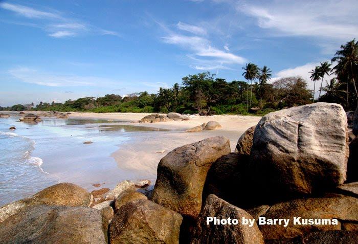 Pantai Tanjung Penyusuk di Bangka Belitung