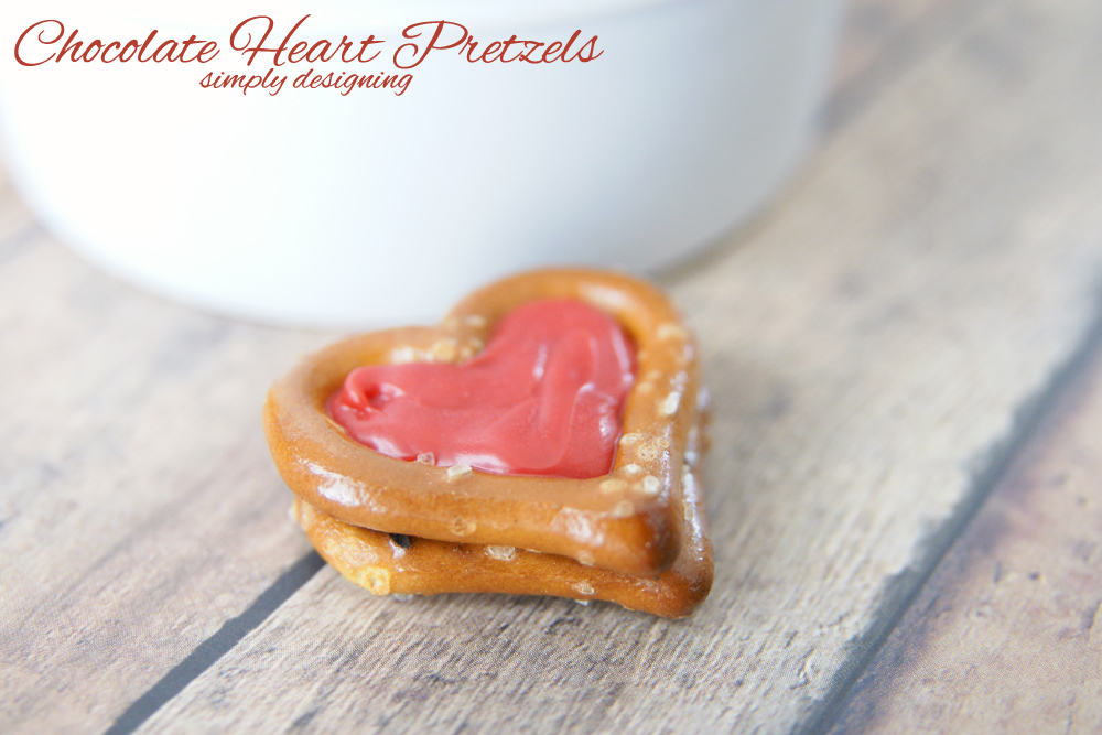Chocolate Heart Pretzels | a simple and tasty chocolate and pretzel Valentine's Day treat | #recipe #valentinesday #heart #chocolate
