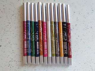 http://www.rosegal.com/make-up/12pcs-menow-fashionable-long-lasting-waterproof-lip-pencil-eyeliner-pencil-498877.html?lkid=54798