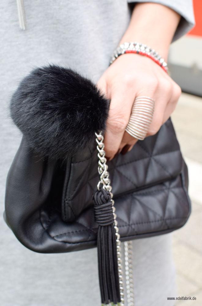 schwarze, gesteppte Handtasche von Mango