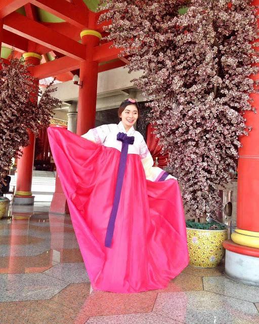 foto menggunakan pakaian china di sam poo kong