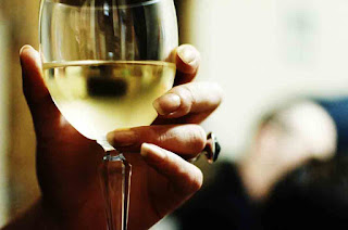 Disadvantages and Advantages of Consuming Wine