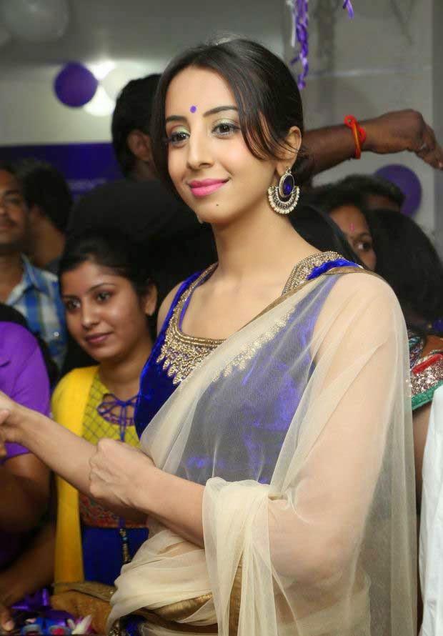 Sanjana At Naturals Family Salon Launch