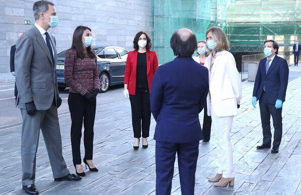 Queen Letizia wore a tweed peplum top which we first saw in November 2016 at the Spanish Episcopal Conference