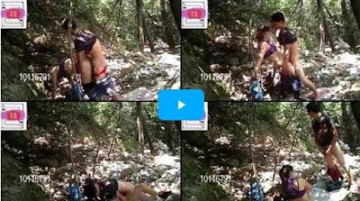 DOWNLOAD : Video Bokep Sepasang Abg Melepas Hasrat Birahi Di Tempat Wisata Yang Sepi