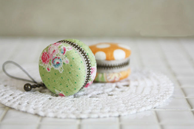 How to make a macaron coin purse. Diy Purses tutorial, Gifts Ideas, Macaroons.