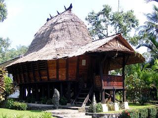 rumah adat nias sumatera utara