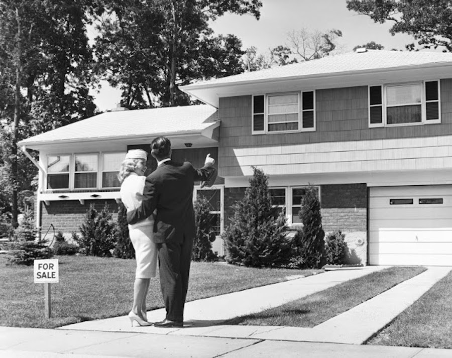 Newlyweds in the 1950s house shopping in the suburbs. The Burbs and Other stories of Marketing the American Dreams. Marchmatron.com