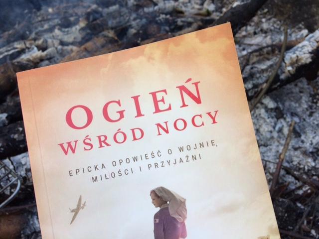 """""""Ogień wśród nocy"""" - recenzja książki"""
