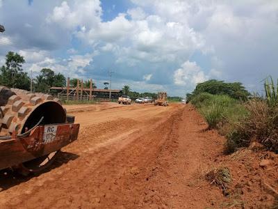 DER inicia trabalho de compactação do encascalhamento na rodovia de Nova Mamoré a Buritis