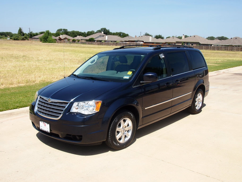 chrysler town country touring vs touring l. Black Bedroom Furniture Sets. Home Design Ideas