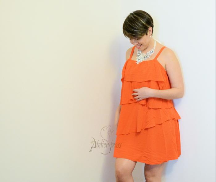 vestido con vuelo naranja