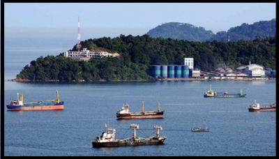 Pelabuhan Teluk Bayur Terletak di Kota Padang Sumatera Barat
