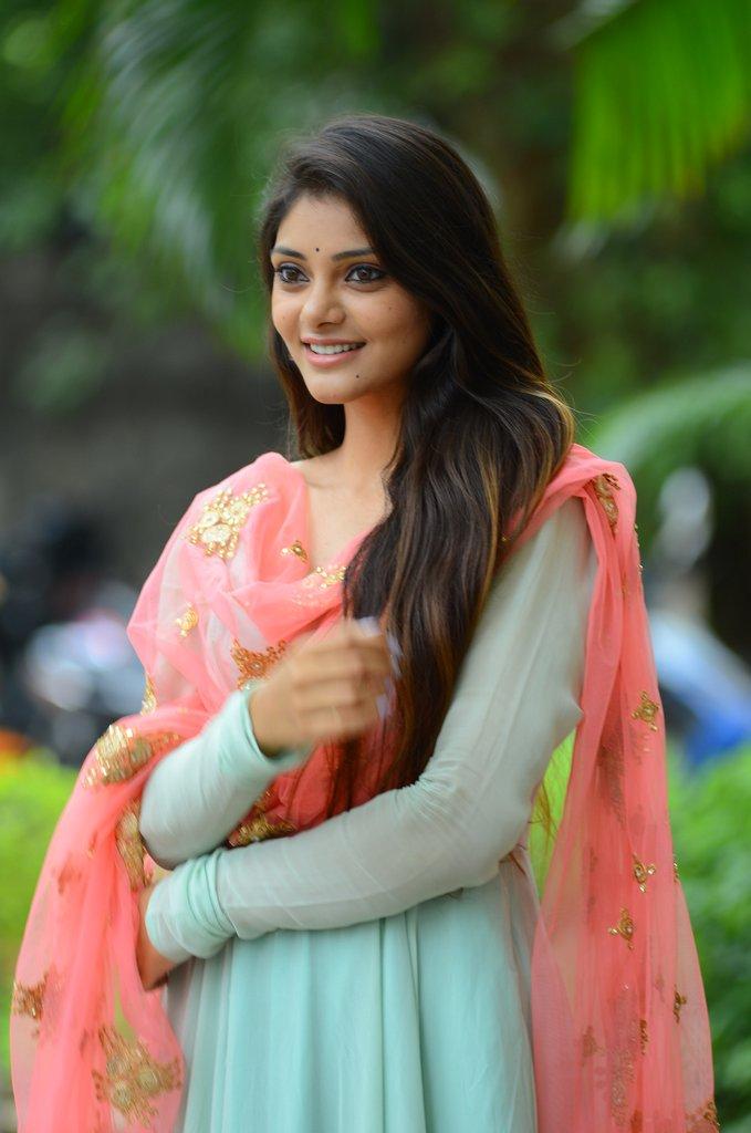 Bollywood Actress RahasyaGorak HotPhotos MakeUp BeautyTips Fashion WallPapers Biography Wikipedia MoviesList VideoSongs Photoshoots