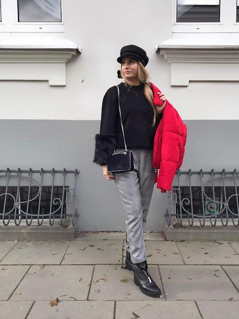 Czerwona puchowa kurtka Cubus puchówka pikowana bershka pastelowy róż pastelowa różowa mmc kurtka Maffashion belenciaga mango kaszkiet czapka Bizuu spodnie w kratę stradivarius bluza czarna z futerkiem H&M stylizacja jesienna na jesień outfit Fashion blog modowy moda pasjonatkaestetka blogerka francuski styl paryski