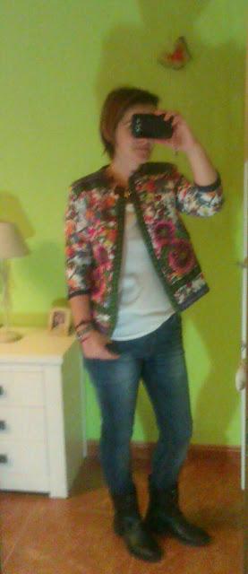 outfit casual chaqueta flores asos