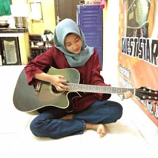 Fungsi Manfaat Bermain Gitar Untuk Kesehatan Otak Dan Kehidupan Sosial