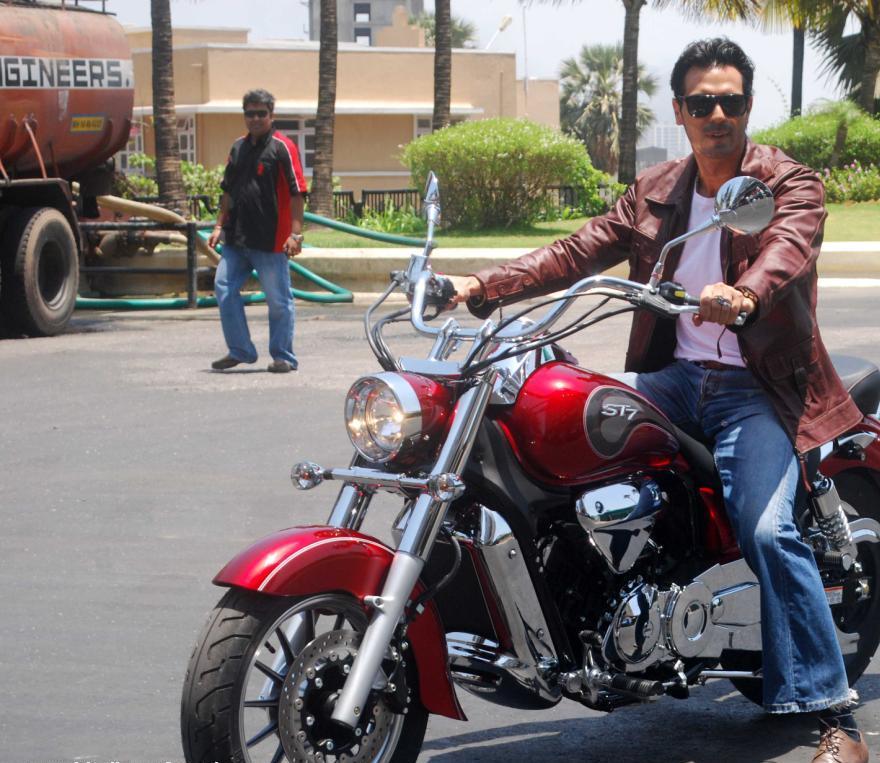 Download Song Lock Up By Karan: Arjun Rampal At Hyosung Motorcycle Press Meet