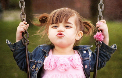 baby-kissing-wallpapers