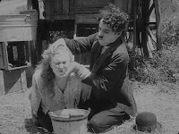 """Кадр из фильма Чарли Чаплина """"Скиталец"""" (1916) - 5"""