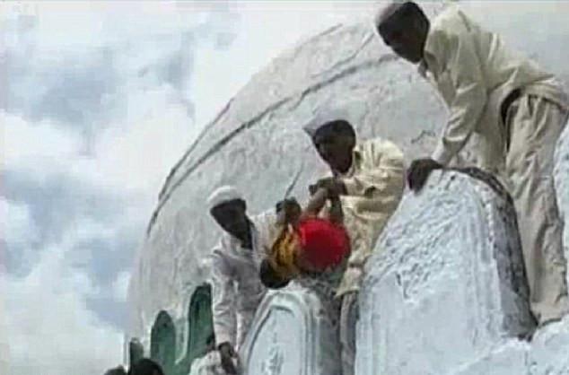 Melempar Bayi - Maharashtra dan Karnataka
