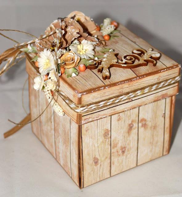pudełko slubne z ozdobnym dekorem na wierzchu