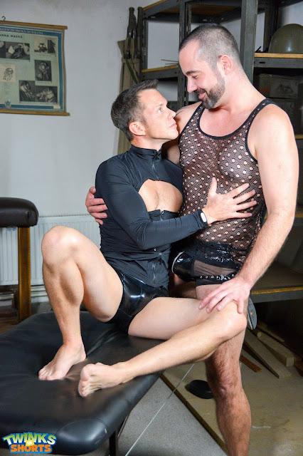 Twinks in Shorts - Paris Nio and Johan Volny