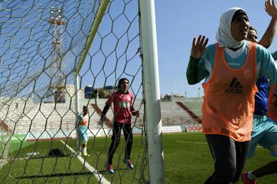Mariage ou ballon rond: des Algériennes face à un dilemme dans - CULTURE a7