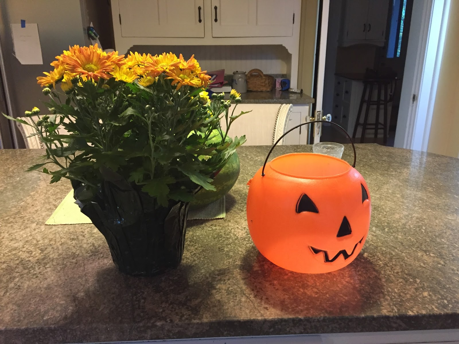 Pump kin up the volume quick halloween home decor tip for Decor quick