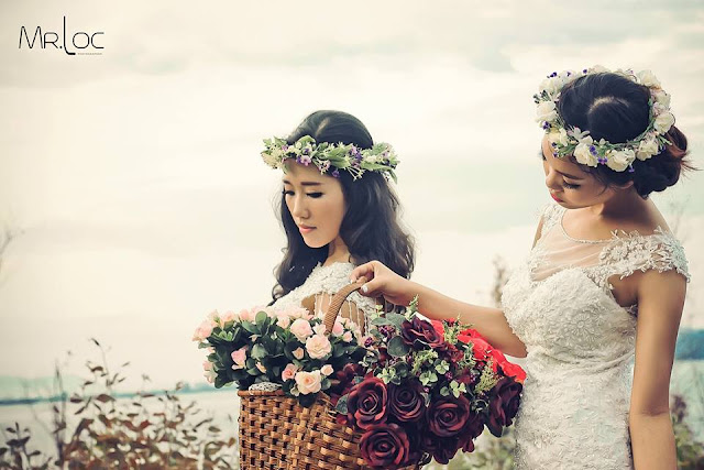 Hai chị em hái hoa    Art Style