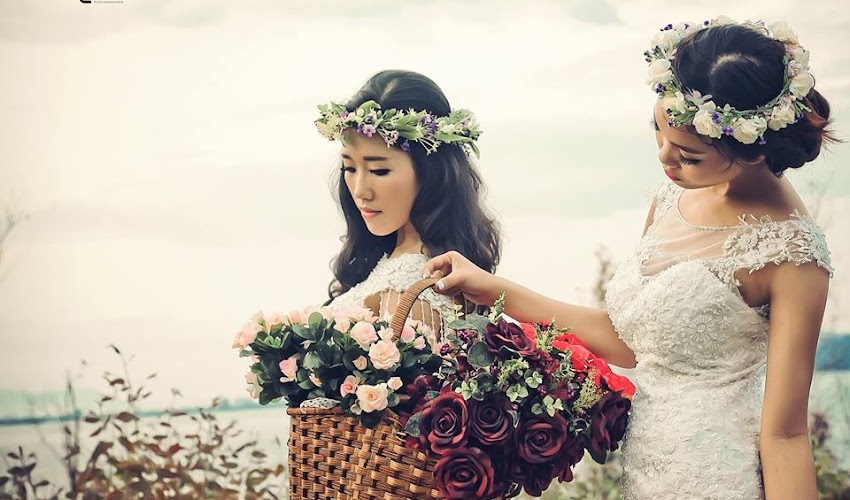 Hai chị em hái hoa |  Art Style