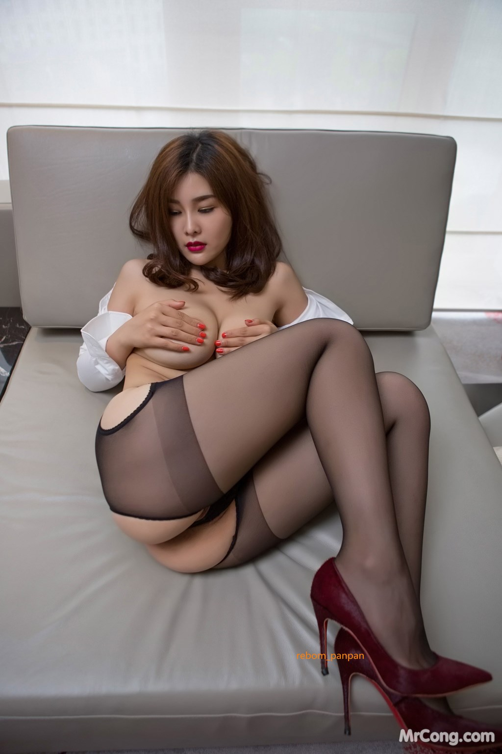 Image Yan-Pan-Pan-Part-4-MrCong.com-028 in post Người đẹp Yan Pan Pan (闫盼盼) hờ hững khoe vòng một trên giường ngủ (40 ảnh)