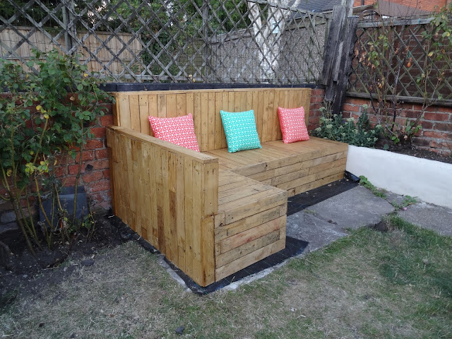 Pallet Seating DIY Tutorial