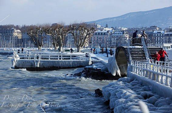 Gefrorene Gischt am Genfersee in der Stadt Genf