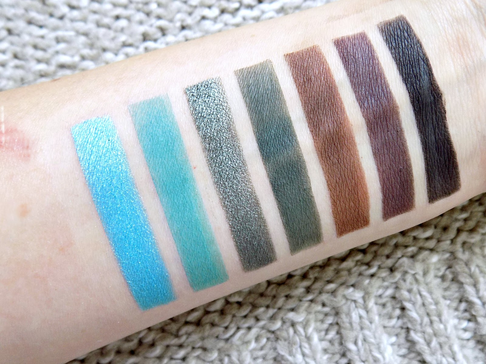 Jaclyn Hill X Morphe eyeshadow palette swatches