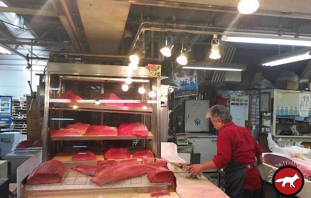 Belles tranches de thon rouge au marché de Kyoto