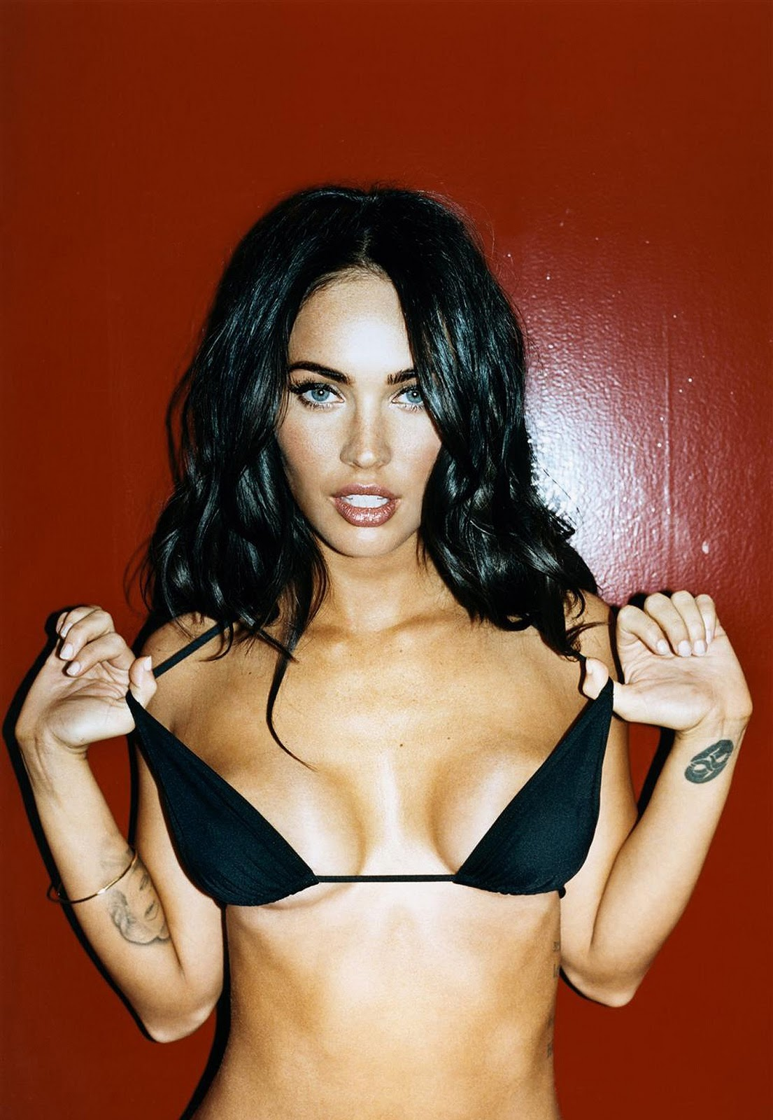 Foxy megan megan fox gq magazine oct 2008 for Naked moving pictures