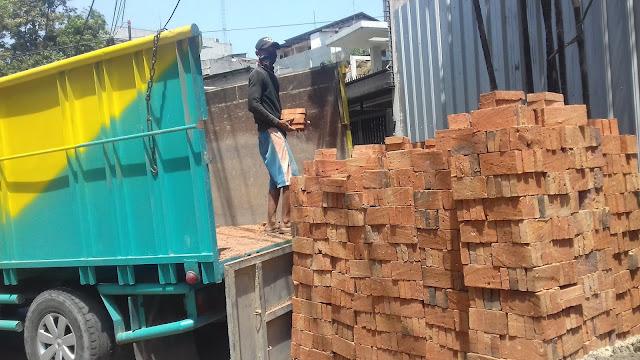 pengiriman batu bata merah