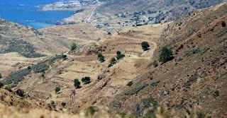 Περίπου 1.000 Τουρκοκύπριοι και έποικοι εκ Τουρκίας επισκέφθηκαν την Τρίτη τον θύλακα των Κοκκίνων