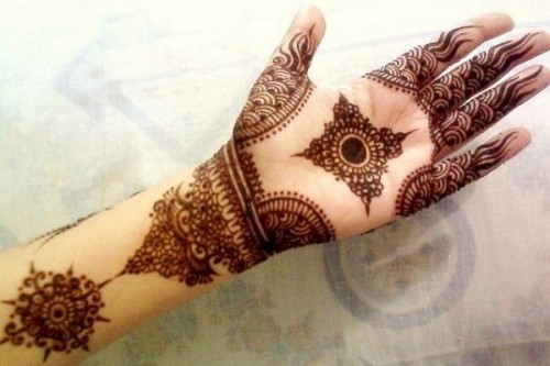 Pakistani Mehndi Easy Designs Latest Legs Mehndi Henna Designs Ideas Cute Henna Tattoos Designs for Legs Step by Step Henna Tattoo Art Pictures Latest Bridal Mehndi Designs Ideas for Legs Leg Mehndi Designs - Simple & Easy Henna Patterns Find Latest Collection of Leg Mehndi Designs Images & Patterns that are very Simple and Easy.