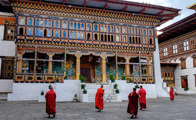Xvlor.com Tashichho Dzong is throne and office of King Bhutan in Thimphu City