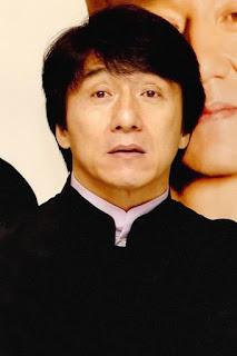 جاكي شان (Jackie Chan)، ممثل صيني شهير، من مواليد يوم 7 أبريل 1954 في جبل فيكتوريا - هونغ كونغ البريطانية.