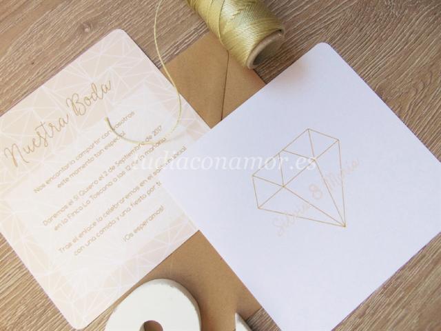 Invitación con diseño de diamante estilo geométrico