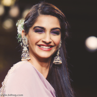 Sonam Kapoor Bollywood Actress Biography, Photos And Wallpapers