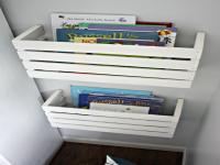 http://www.guiademanualidades.com/estanteria-para-libros-hecha-con-una-caja-de-madera-28942.htm